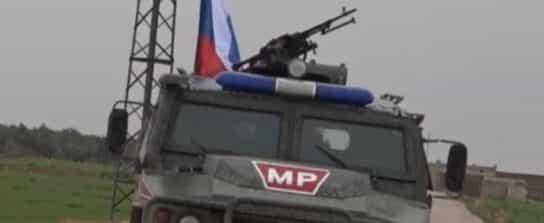 VIDEO: RUSKÁ VOJENSKÁ POLÍCIA POKRAČUJE V HLIADKACH ZÁPADNE OD SÝRSKEHO MANBIJ