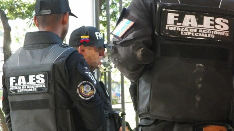 Venezuelská polícia zadržala zásielku zbraní z USA.