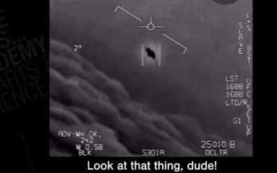 AMERICKÉ NÁMORNÍCTVO PRIPÚŠŤA, ŽE ÚNIKNUTÉ VIDEÁ UFO SÚ SKUTOČNÉ. -video-